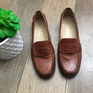 Cole Haan penny loafers pinch front size 6.5B